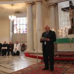 Prof. K. Karski czyta laudację dla R. Michalak Zasłużony dla tolerancji