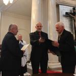 Wręczenie medalu Zasłużony dla tolerancji dla Dariusza Ciupały przez prezesa Fundacji